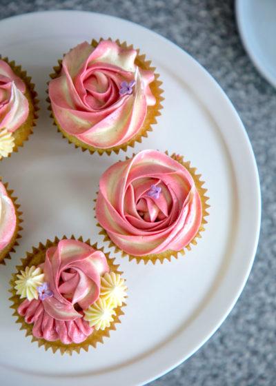 Cupcakes med citron, hallon & vit choklad