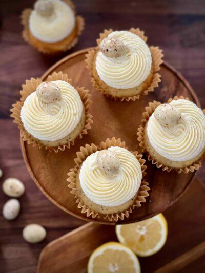 Citron- och vallmocupcake med cream cheesefrosting